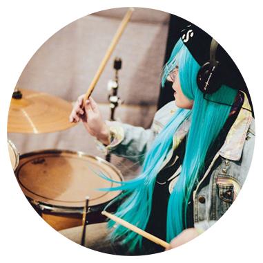 Научитесь играть на барабанах