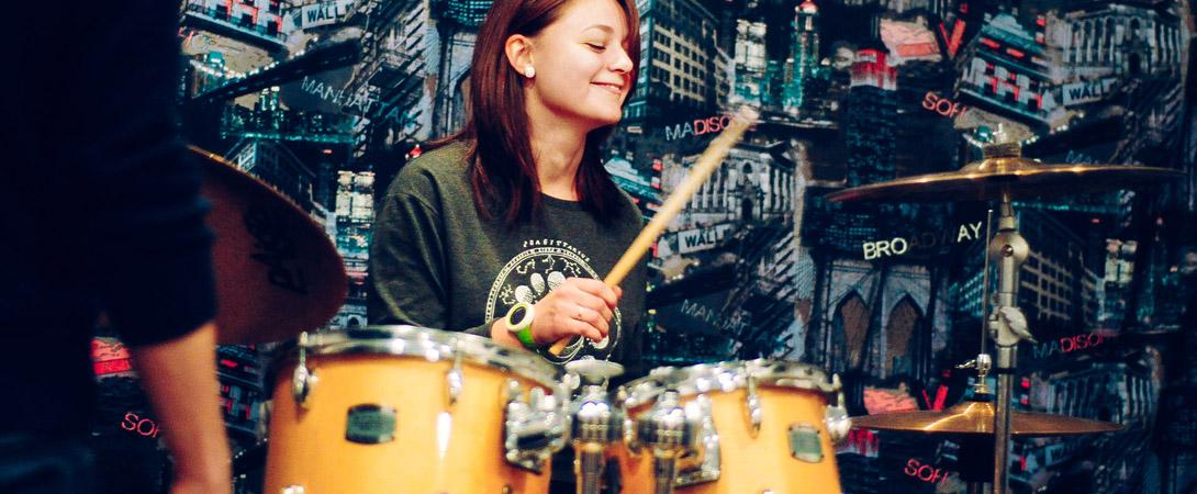 Уроки игры на барабанах в Москве