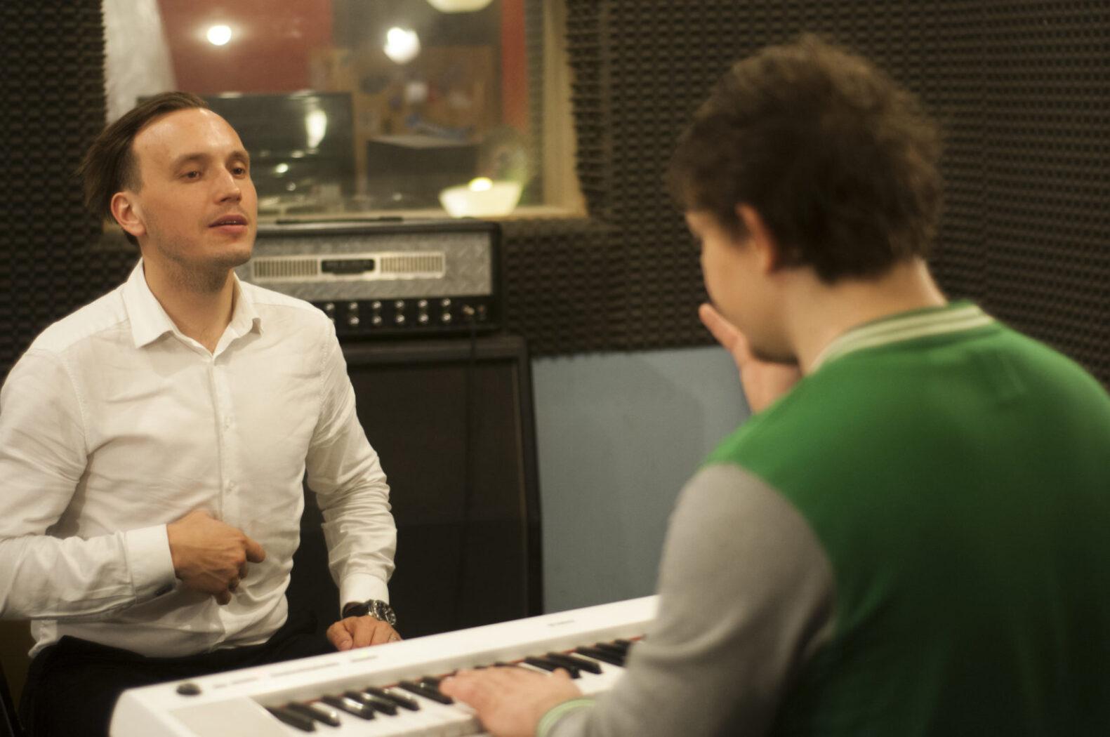 Никита на уроке вокала у Алексея Котова